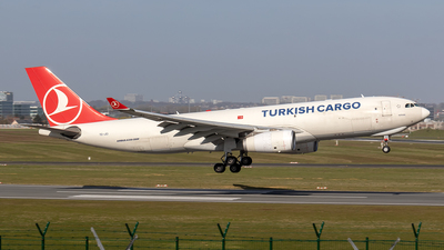 A picture of TCJCI - Airbus A330243F - Turkish Airlines - © Sotos
