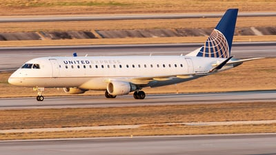 A picture of N86312 - Embraer E175LR - United Airlines - © Yixin Chen