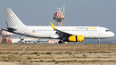 EC-MJC - Airbus A320-232 - Vueling Airlines