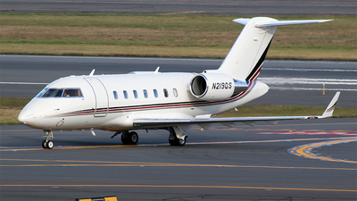 A picture of N219QS - Bombardier Challenger 650 - NetJets - © Bora Polater