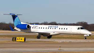 N11187 - Embraer ERJ-145XR - United Express (Commutair)