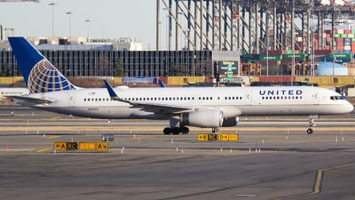 A picture of N58101 - Boeing 757224 - United Airlines - © Xiamen Air 849