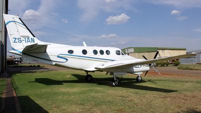 ZS-IAN - Beechcraft E90 King Air - Private