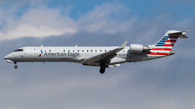 A picture of N723PS - Mitsubishi CRJ701ER - American Airlines - © Alex Crail