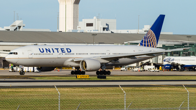 N777UA - Boeing 777-222 - United Airlines