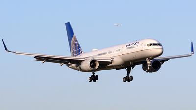 N26123 - Boeing 757-224 - United Airlines