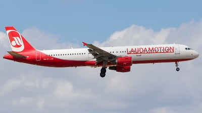 OE-LCS - Airbus A321-211 - LaudaMotion