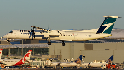 A picture of CFQWE - De Havilland Canada Dash 8400 - WestJet - © Tianyi Liu