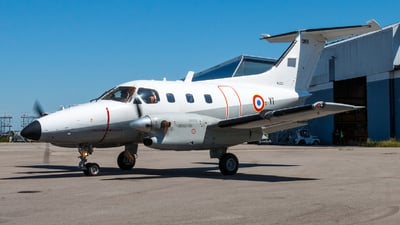 086 - Embraer EMB-121AA Xing� - France - Air Force