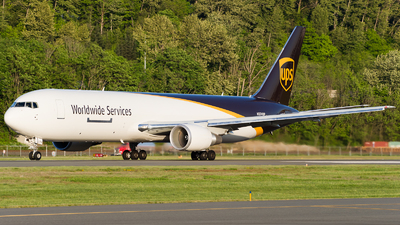 A picture of N374UP - Boeing 767300F(ER) - UPS Airlines - © SpotterPowwwiii