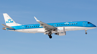 A picture of PHEXD - Embraer E190STD - KLM - © Andre_S