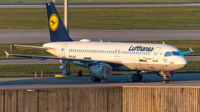A picture of DAIQF - Airbus A320211 - [0216] - © Markus Schwab