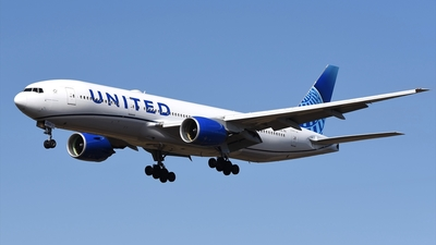 A picture of N210UA - Boeing 777222 - United Airlines - © Akihiko Takahashi