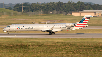 A picture of N590NN - Mitsubishi CRJ900LR - American Airlines - © Yixin Chen