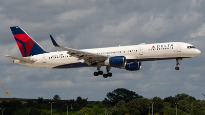 A picture of N822DX - Boeing 75726D - Delta Air Lines - © JTPAviation