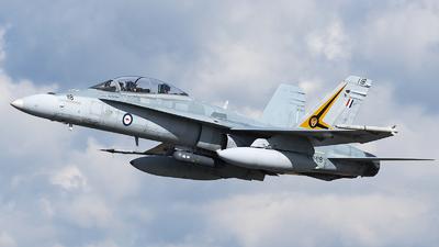 A21-118 - McDonnell Douglas F/A-18B Hornet - Australia - Royal Australian Air Force (RAAF)