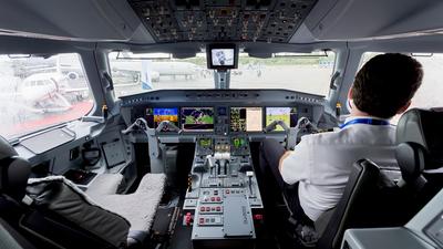 PR-ZIQ - Embraer 190-400STD - Embraer