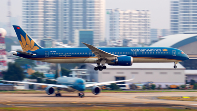 A picture of VNA879 - Boeing 78710 Dreamliner - Vietnam Airlines - © Huy Do