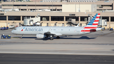 A picture of N165NN - Airbus A321231 - American Airlines - © Alexander Aston