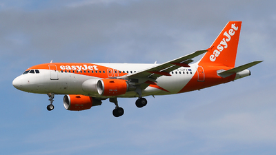 A picture of GEZFV - Airbus A319111 - easyJet - © Nigel Fenwick