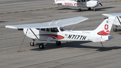 A picture of N717TH - Cessna 172S Skyhawk SP - [172S12009] - © Yixin Chen