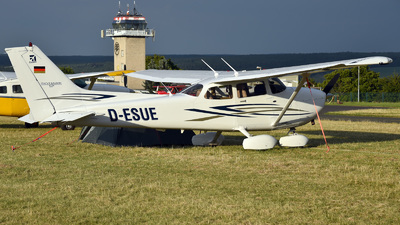 D-ESUE - Cessna 172S Skyhawk SP - Private