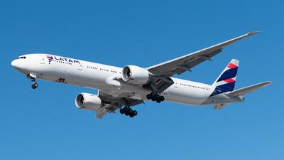 A picture of PTMUG - Boeing 77732W(ER) - LATAM Airlines - © Renato Oliveira - renatospotter