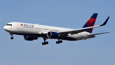 A picture of N169DZ - Boeing 767332(ER) - Delta Air Lines - © Rocky Wang