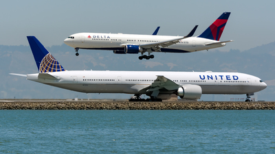 N2737U - Boeing 777-322ER - United Airlines
