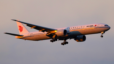 A picture of B2039 - Boeing 77739L(ER) - Air China - © AppleFan