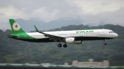 A picture of B16222 - Airbus A321211 - EVA Air - © Bingolancer