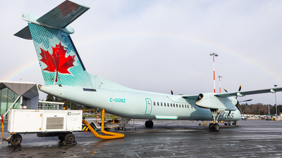 A picture of CGGNZ - De Havilland Canada Dash 8400 - Air Canada - © CJMAviation