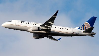 A picture of N167SY - Embraer E175LR - United Airlines - © Michael Place