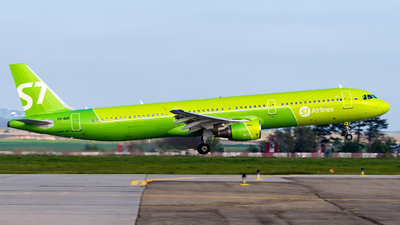 A picture of VQBQK - Airbus A321211 - S7 Airlines - © Alexander Lebedev