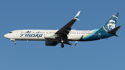 A picture of N260AK - Boeing 737990(ER) - Alaska Airlines - © Yixin Chen
