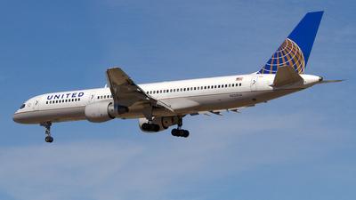 A picture of N523UA - Boeing 757222 - [24932] - © Joe C