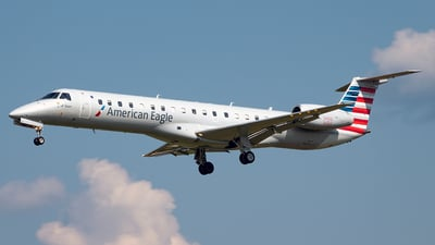 A picture of N640AE - Embraer ERJ145LR - American Airlines - © Yan777