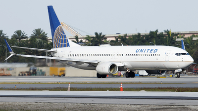 A picture of N35407 - Boeing 737924 - United Airlines - © Orlando Suarez