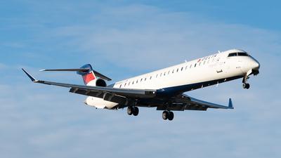 A picture of N918XJ - Mitsubishi CRJ900LR - Delta Air Lines - © Luis Bastardo