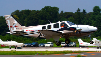 A picture of JA58BE - Beech G58 Baron - [TH2322] - © Shimizu Brothers