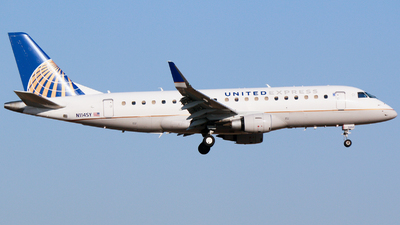 A picture of N114SY - Embraer E175LR - United Airlines - © Alec Mollenhauer