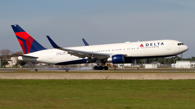 N188DN - Boeing 767-332(ER) - Delta Air Lines