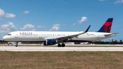 A picture of N356DN - Airbus A321211 - Delta Air Lines - © Evan Dougherty