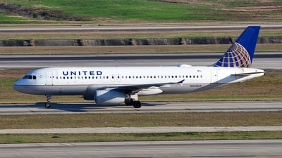 A picture of N445UA - Airbus A320232 - United Airlines - © Rocky Wang