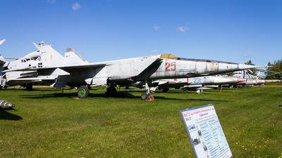25 - Mikoyan-Gurevich MiG-25R Foxbat - Russia - Air Force