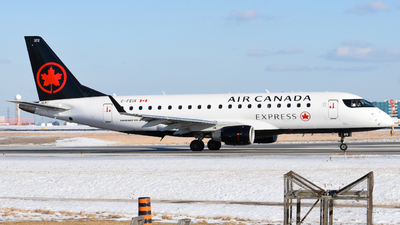 A picture of CFEIX - Embraer E175SU - Air Canada - © Aaron Miles