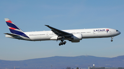 A picture of PTMUB - Boeing 77732W(ER) - LATAM Airlines - © Jan Seler