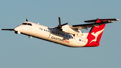 A picture of VHTQY - De Havilland Canada Dash 8300 - QantasLink - © Will PH