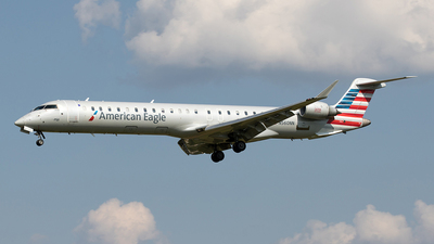 A picture of N560NN - Bombardier CRJ900LR - American Airlines - © Yixin Chen