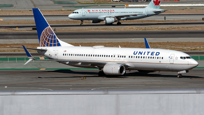 N77537 - Boeing 737-824 - United Airlines